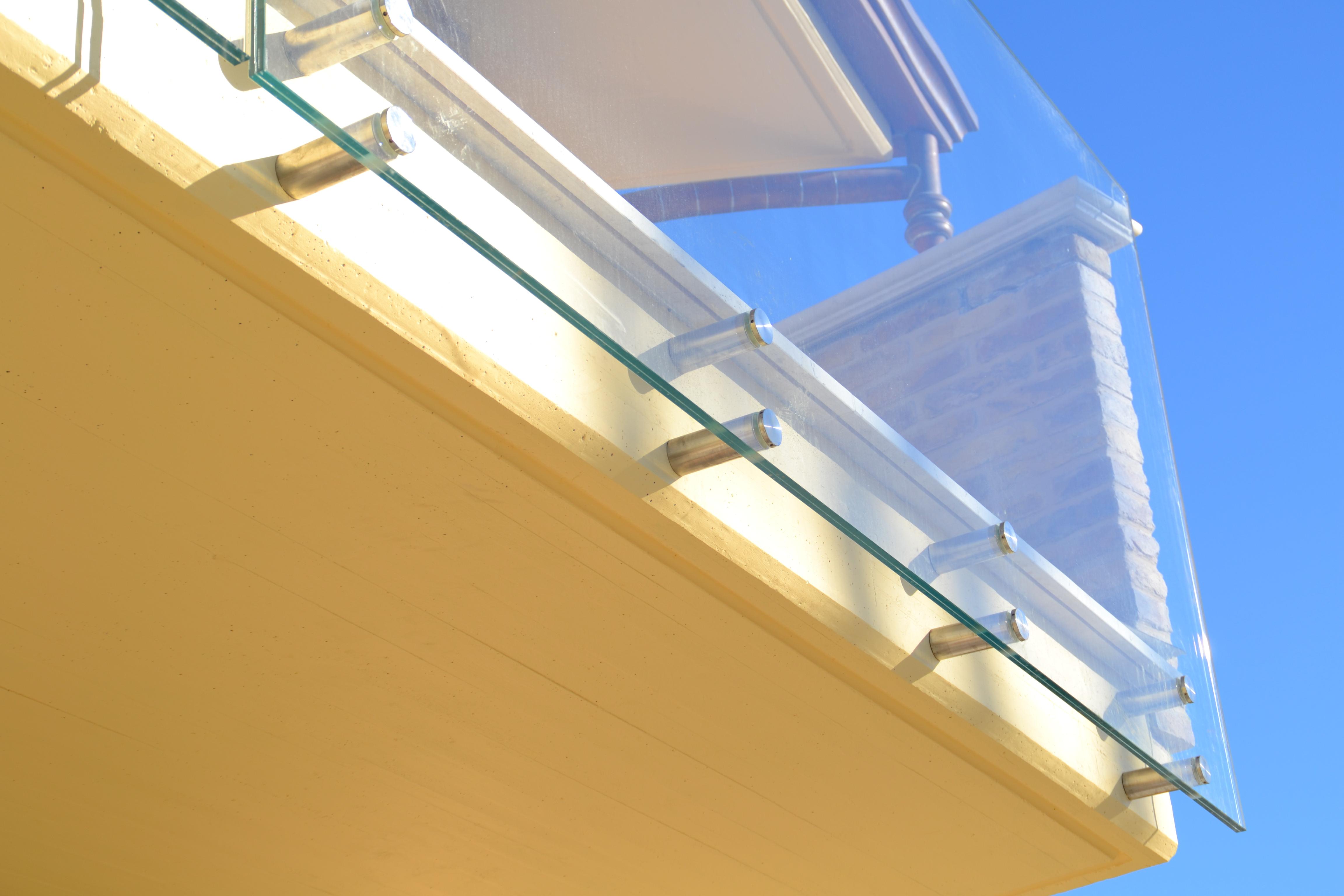 balaustra in vetro per esterni 2